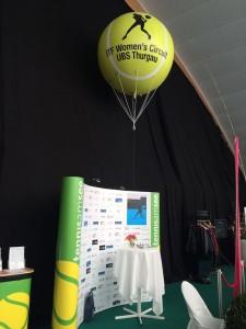 2 m Ballon mit Helium gefüllt.
